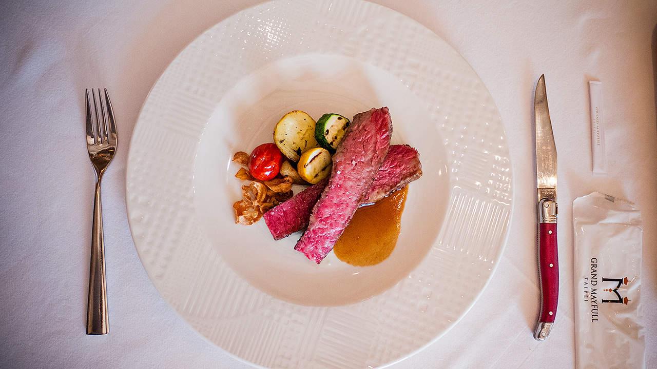 GMT歐陸義法餐廳美國特級牛小排佐經典肉汁